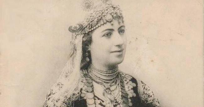 Histoire du karakou, une tenue traditionnelle