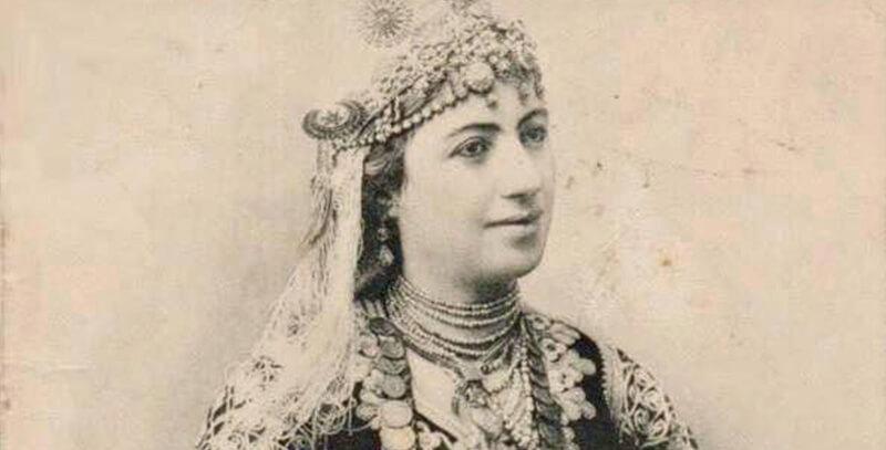 Algéroise portant un Karakou du XIXe siècle.
